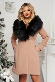 paltoane dama de iarna la moda